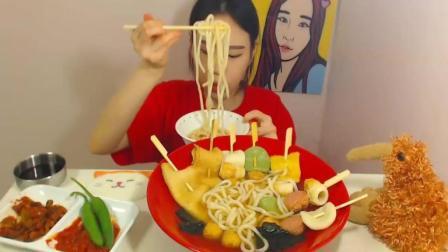 韩国吃播 弗朗西斯卡吃鱼饼