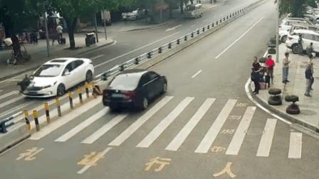 女子双手提袋横穿公路被撞飞 司机负全责
