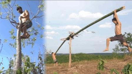 """哥俩童心未泯, 在野外用竹子搭建""""跷跷板"""", 体验儿时乐趣"""