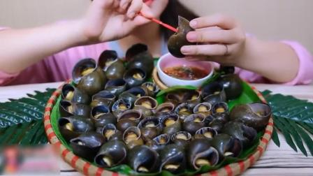 吃播女子不露脸, 这次吃一盘福寿螺, 挑出螺肉吃的美滋滋