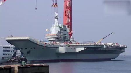 """命名为""""山东舰""""? 首艘国产航母""""海军节""""离开泊位"""