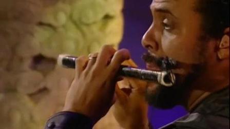 黑人音乐家吹中国竹笛, 旋律太好听, 轰动紫禁城