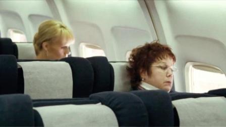 93航班:飞机起飞前,空姐向同事抱怨:想多在家陪小孩!
