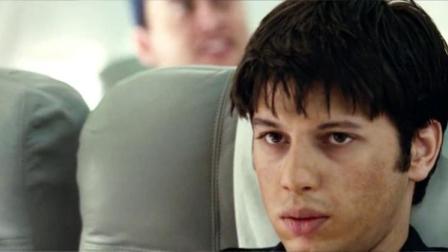 93航班:空姐飞机上分发午餐时,男子竟躲在卫生间自制武器!