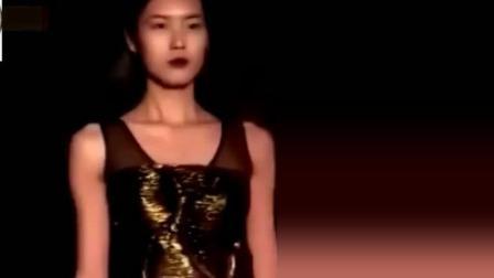 刘雯为什么能成为中国第一超模? 看看她的台步就知道了!