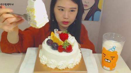 大胃王卡妹吃一个水果奶油蛋糕, 妹子真是超多吃蛋糕