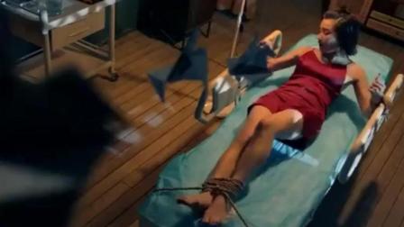 美女被五花大绑捆在床上, 这下要惨遭折磨了