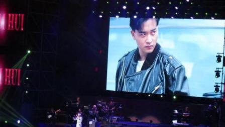 年近七十高龄的许冠杰, 广州演唱会再唱《沉默是金》, 实力不减当年!