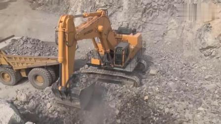 现代也有大型挖掘机, 型号1200, 劲头还挺足呢