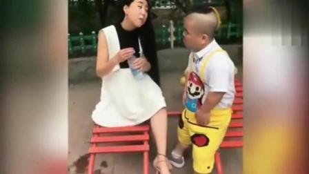 美女和小矮人搞笑视频集锦!