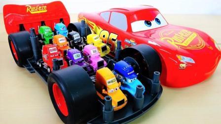 赛车闪电麦昆运输彩色大卡车一起玩