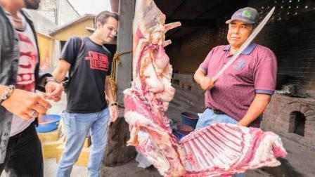 吃货常乐在墨西哥挑战吃100斤炖羊肉