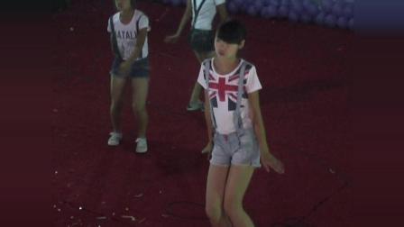 苗岭文化五一小长假中学生毕业晚会舞蹈 跳出青少年的激情