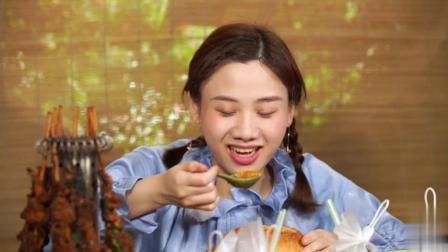 大胃王密子君今天吃的是创意美食, 能想到大包子里有什么吗