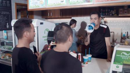陈翔六点半: 奶茶店老板做生意有诀窍, 顾客被狂怼依然生意火爆! #这! 就是搞笑#