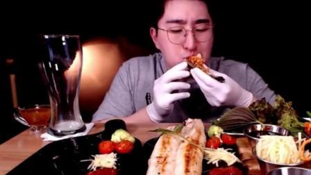 韩国大胃王MBRO牛哥吃烤大鱼 看起来很好吃的样子