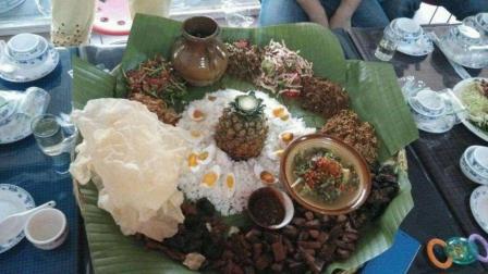 中国盒饭备受印度人民追捧, 为了吃到中国菜, 手抓饭都不吃了