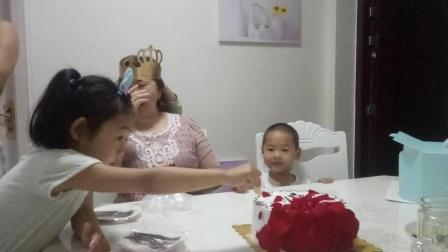 漂亮的生日蛋糕 大胃王密子君 上海三牛蛋糕