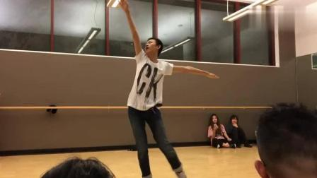 高中男生热舞《极乐净土》一跳成名, 在场的女生都服了!