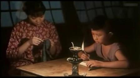 二小放牛郎:深夜二小在姑姑的陪伴下写作业,突然哭了起来...