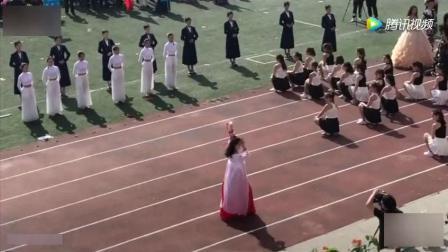 学校运动会上女同学跳《离人愁》翻跟头hold住全场, 其他的也很有创意啊