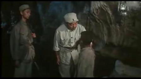 二小放牛郎:二小成功来到老镇委处,却突然晕倒,吓坏士兵