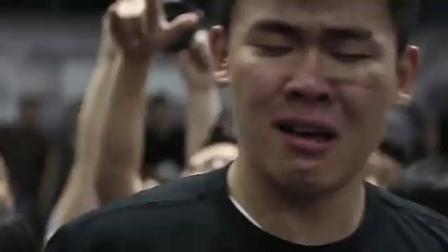 东单街头篮球头盔哥打败吴悠获MOP, 激动哭了, 对篮球是真爱