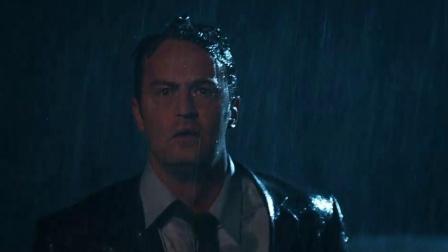 《重回十七岁》  雨夜救人被卷漩涡 泥糊身重返年轻