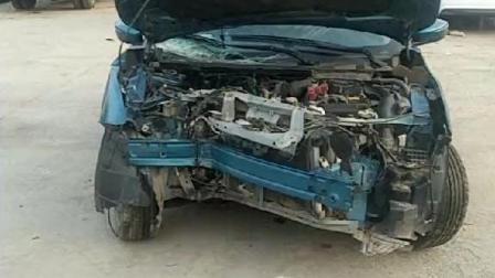 日产车小蓝鸟事故车, 车头被撞扁了, 钣金不行啊!