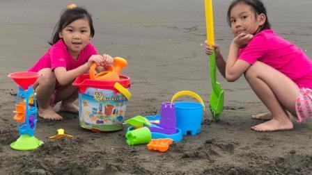 一起来去玩沙吧 儿童电动车出动 越野车 盖沙堡 Costco好市多 Bucket Playset 沙滩欢乐
