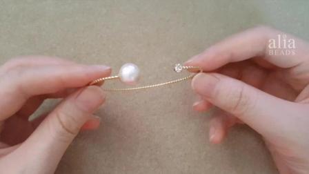 怎样做贴珠饰品!一个超简单又有点难的珍珠手镯