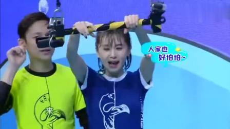 搞笑视频: 陈伟霆抱王子文的姿势太帅了! 谢娜也