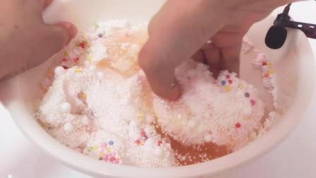 表面硬硬的泡沫球冰山泥, 满满一大碗, 强迫症尽情享用吧