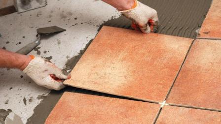 装修房子用20元和200元的瓷砖, 有什么区别? 今天算长见识了