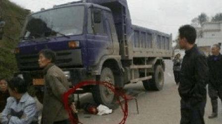 行人惨遭货车碾压身亡, 交警却判行人全责, 这是咋回事?