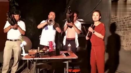 民间唢呐艺人演奏戏曲, 吹的真不赖, 绝对是位高手