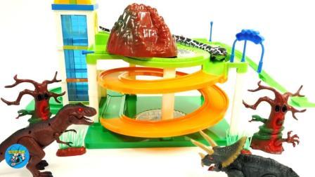 恐龙和三角龙还有小花蛇玩滑滑梯, 儿童玩具视频, 悠悠玩具城