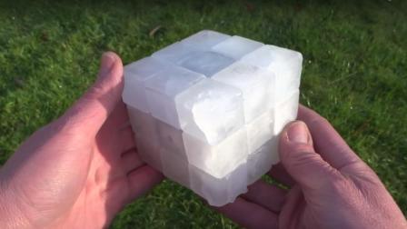外国牛人用冰块造魔方, 网友: 六面都一样怎么拼?
