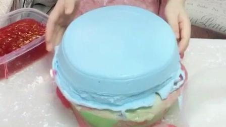 最尴尬的冰山泥玩法, 刚铺上一层草莓果酱, 就被扣上一盆蛋糕冰淇淋泥