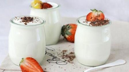 每天坚持喝几杯酸奶的好处多多, 但是喝酸奶的时间也得注意了