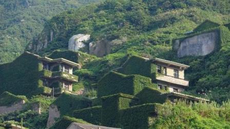 """广东最""""神秘""""的无人村, 荒废不少于20年, 村子被树根""""侵占""""?"""