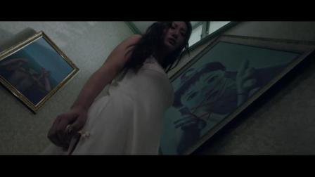夜半梳头:女子发现墙上的挂相,隐约听到一个声音,门铃突然想了