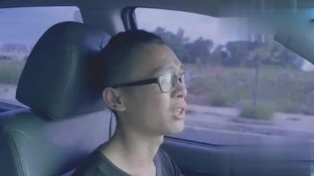 出租车司机跟美女乘客吹牛皮, 不料美女全程好尴尬!