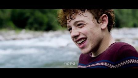 奔跑吧艾米丽:小女孩失足掉进河里,被小男孩救起里逃生!