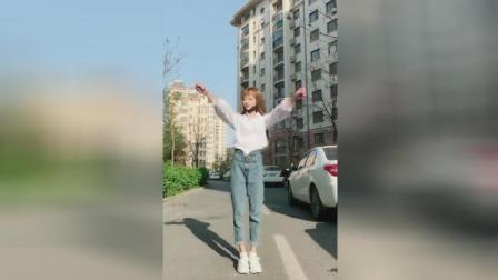 心情不好的时候, 学这位美女跳跳这个舞蹈, 可以解压的!