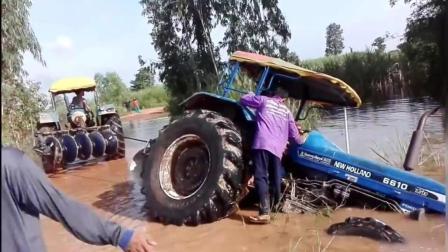 大型拖拉机陷进泥泞土地, 看看师傅们是怎样弄出来的