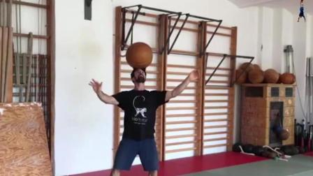 嘴炮康纳的教练, 他用独特的办法来帮助嘴炮掌控身体的每一块肌肉!