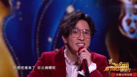薛之谦又来搞怪了, 他用方言演唱《栀子花开》, 全场爆笑, 这首歌的原创何炅也被逗得笑抽了!