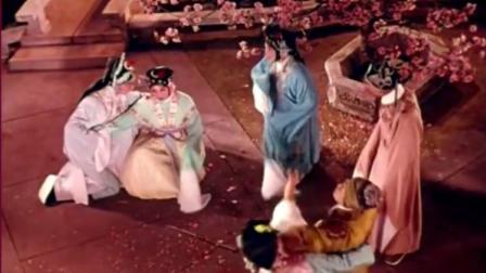 柳湘莲伤了三姐的心,尤三姐归还聘礼表决心,一头撞在树上!