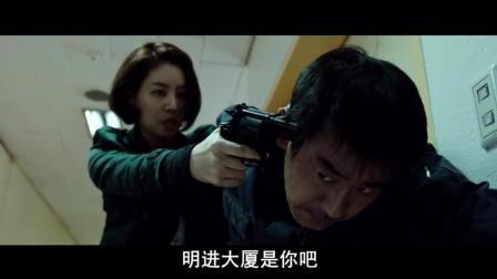 这个女警自恃武功高强, 强硬和劫匪过招, 才知道技不如人